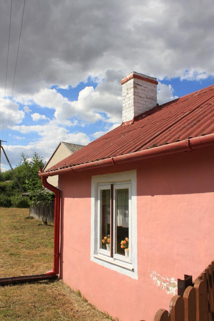 różowy domek